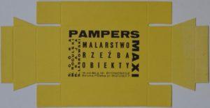 Zaproszenie – ulotka na wystawę grupy Pampers Maxi, której wernisaż odbył się 15 kwietnia 1989 r. w Bydgoszczy. Wydruk wykonany na tekturowych opakowaniach przeznaczonych pierwotnie do składania. Dzięki uprzejmości Fundacji Tysiąc Najjaśniejszych Słońc