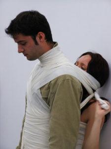 """""""4U"""", performance Angelika Fojtuch, 50 min., Noce z performance BWA, Bydgoszcz 2008, fot. Miłosz Thiede"""
